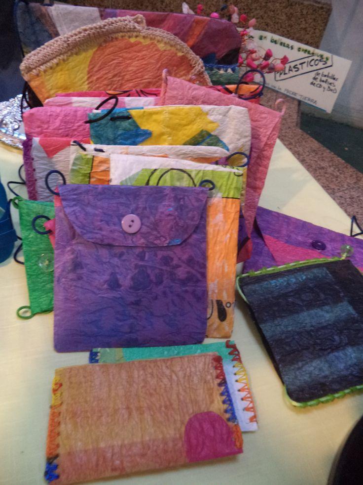 Carteritas elaboradas de bolsas plásticas mediante termofusión de ReciklArte-Bisutería