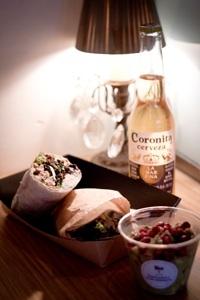 Teicawey en Barcelona, es nuestra primera tienda de comida Mexicana para llevar, tenemos un minisuper y una barra donde os hacemos delante vuestro, tacos, burritos, tostadas y tortas con ingredientes recien cortados