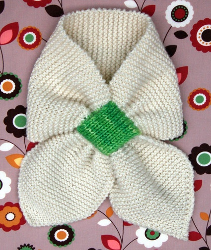 Page's Favorite Knitted Ascot Pattern - great pattern but I'm not loving on the green contrast yarn - I think I'd do it in all-one yarn and either bead the knot area or just leave it plain and use it to display my various vintage brooches.