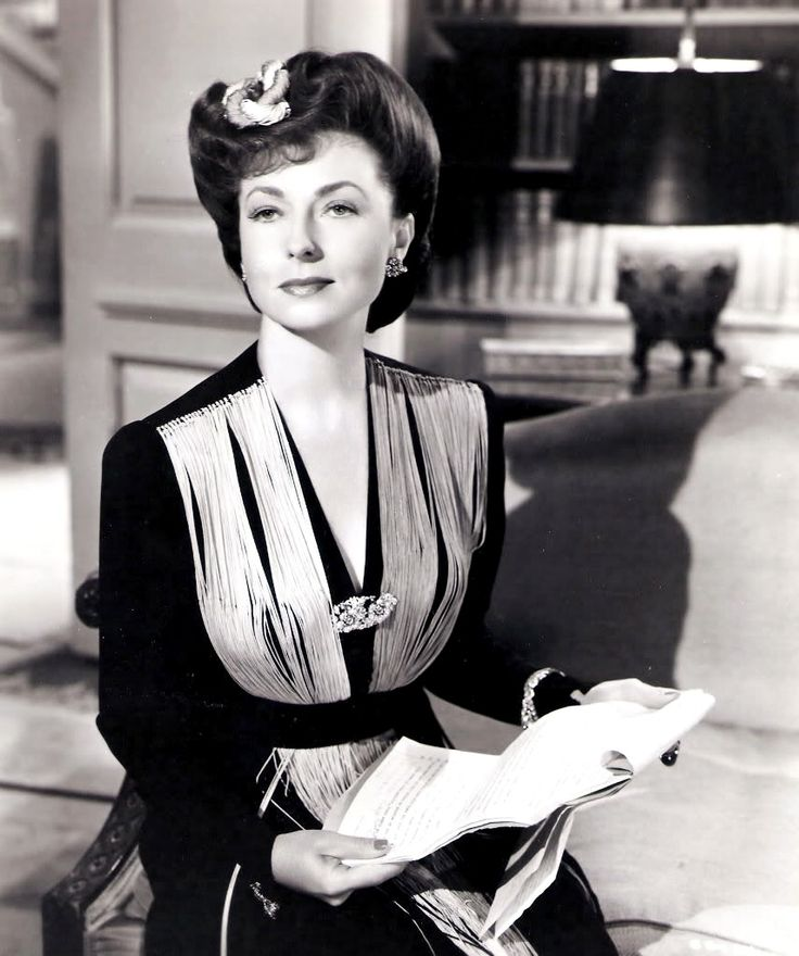 Agnes Moorehead - A great actress, who will be remember (unfortunately) more for her role as Samantha's mother, Endora on the sitcom Bewitched.