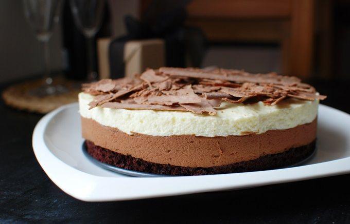 FoodLover: Triple chocolate mousse cake