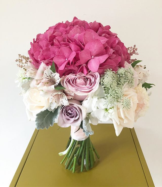 Behind Next To Every Strong Coloured Hydrangea Are A Bunch Of Really Supportive Pastel Flowers Suppor Hydrangea Colors Pastel Flowers Flower Arrangements