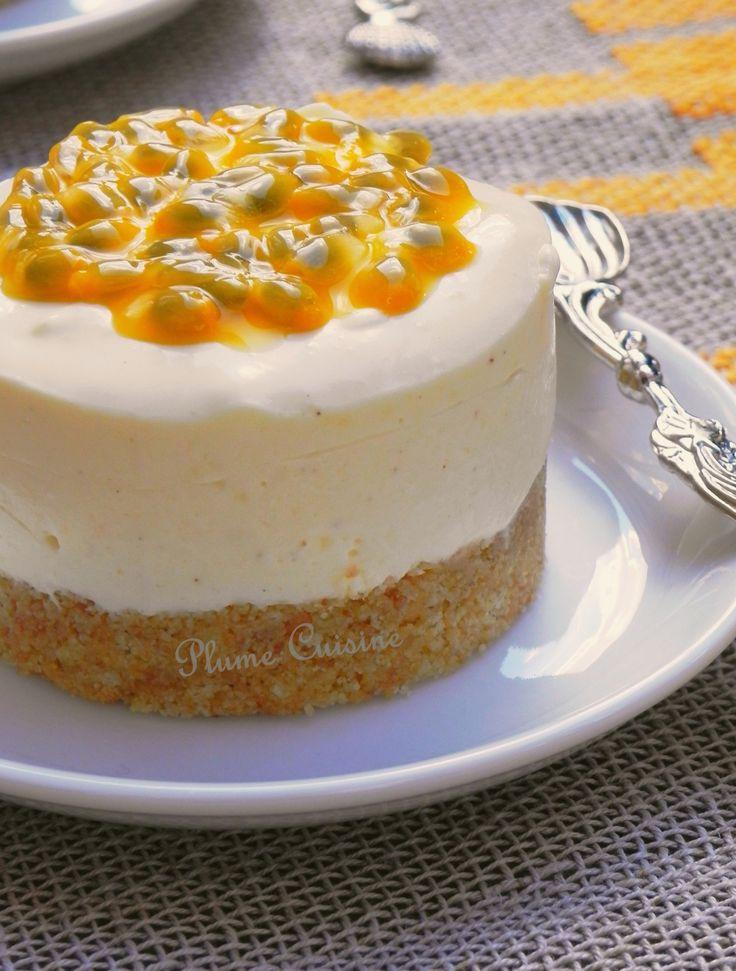 """tart yoghurt (28)    250g tarwebiscuits - 100 g boter, gesmolten - 12 cl vers geperst sinaasappelsap - 2 zeer rijpe vruchten van de hartstocht - 15 g suiker - 3 vellen gelatine - 4 x 125g yoghurt """" Pearl melk """" Vanilla (500 g totaal)  - 200 ml van zeer koude room"""