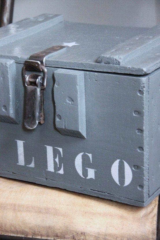 stoere Legokist - mooier dan die plastic bakken, niet praktischer....