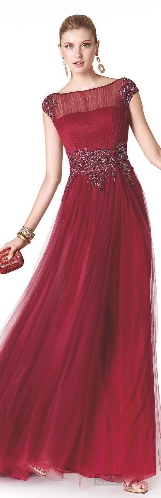Dicen que el ojo en Nochevieja es el color que te proporciona amor todo el año, atrévete con un vestido rojo para la fiesta y disfruta de un año repleto de amor