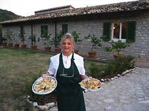 Umbria Cooks 4 U - Cooking lessons at her home, pizza party option, OR - they will arrange a visit to your Villa and do the cooking lesson there :)
