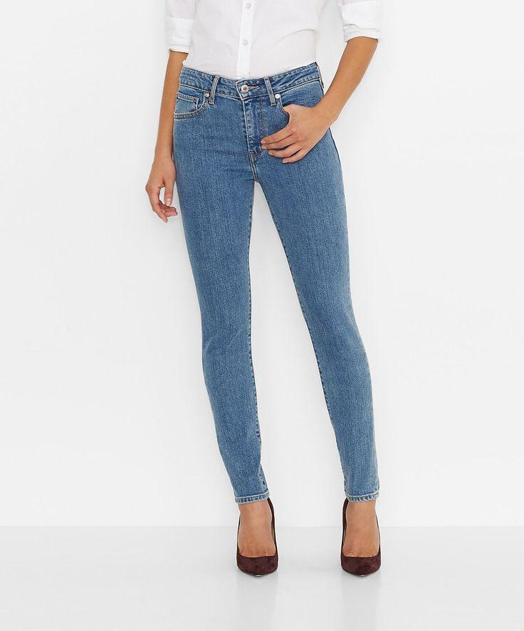 Die Levis® 721 ist eine Skinny-Jeans im klassischen 5-Pocket-Style. Sie wird leicht über der Hüfte getragen. Durch ihre sehr schmale Linie wird die Beinkontur betont und optisch vorteilhaft gestreckt. Für einen perfekten Tragekomfort gibt es die 721 High Rise Skinny in unterschiedlich elastischen Materialien. Bei diesem Modell sorgen 99% Baumwolle und 1% Elastan für eine 100% feminine Passform ...