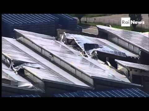 Nel Modenese, epicentro del sisma in Emilia Romagna, c'è voglia di ricominciare. E lo si fa anche con l'aiuto dei social network, della rete, delle #webtv. Le storie raccontate nel barcamp ai #Teletopi 2012 nel servizio di RaiNews 24