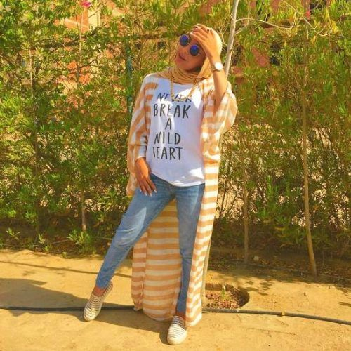 long striped cardigan hijab style- How to wear long cardigan with hijab http://www.justtrendygirls.com/how-to-wear-long-cardigan-with-hijab/