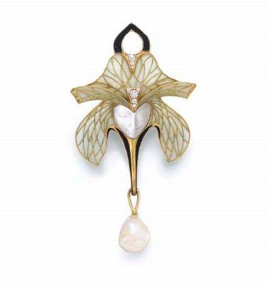 Art Nouveau moonstone, diamond, pearl and enamel brooch by Paul Lienard. France, 1905. #fine #jewellery