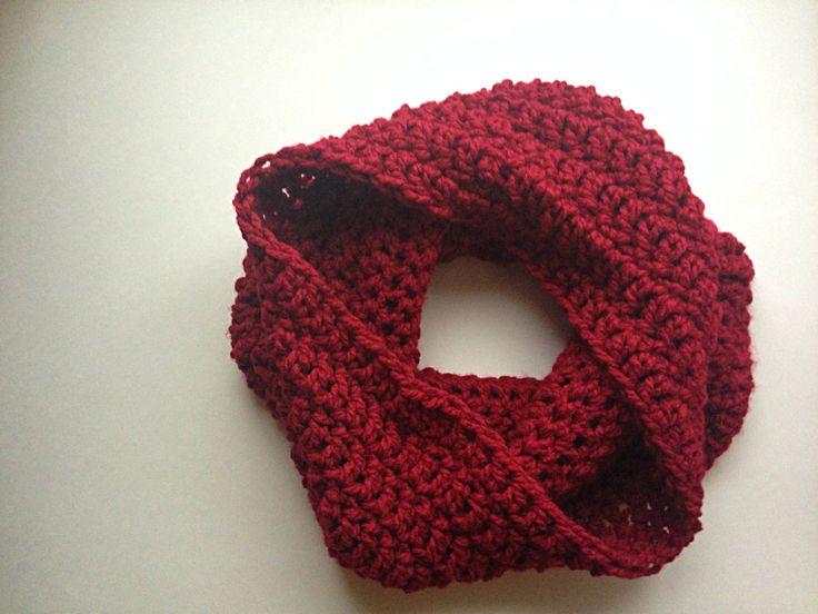 Rouge femmes Crochet capot Hooded Scarf, foulard capuchon, Infinity tricot écharpe au crochet écharpe rouge, cercle de foulard, écharpe de boucle, éternité écharpe par StardustStyle sur Etsy https://www.etsy.com/fr/listing/174414742/rouge-femmes-crochet-capot-hooded-scarf