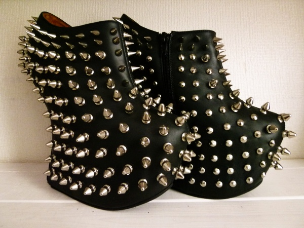 jeffery Campbell, you just make me want to kick people. You sir, are brilliant.