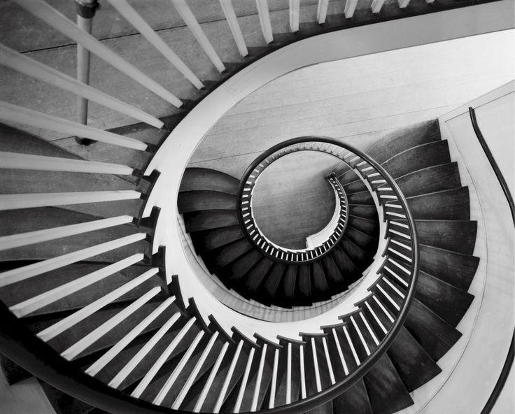 Das sind Treppen vom Treppenbauer Treppenprojekte.de. Ein sehr erfahrener und traditioneller Treppenbauer aus Polen.