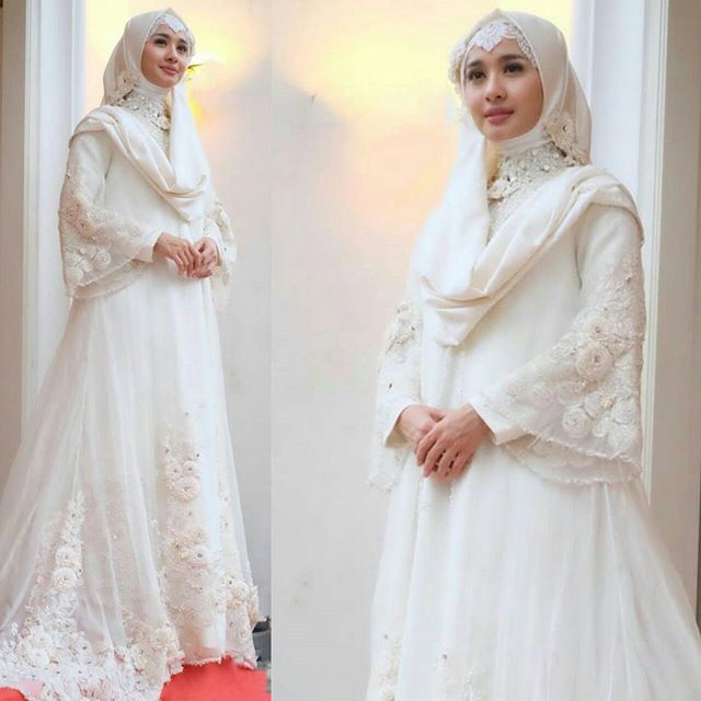 Ms. @laudyacynthiabella looks very elegant in #theuntouchableRose series.. Tantiek banget bellaaa.. Lovee  #moeslemwear #moeslemwedding #hijabwedding