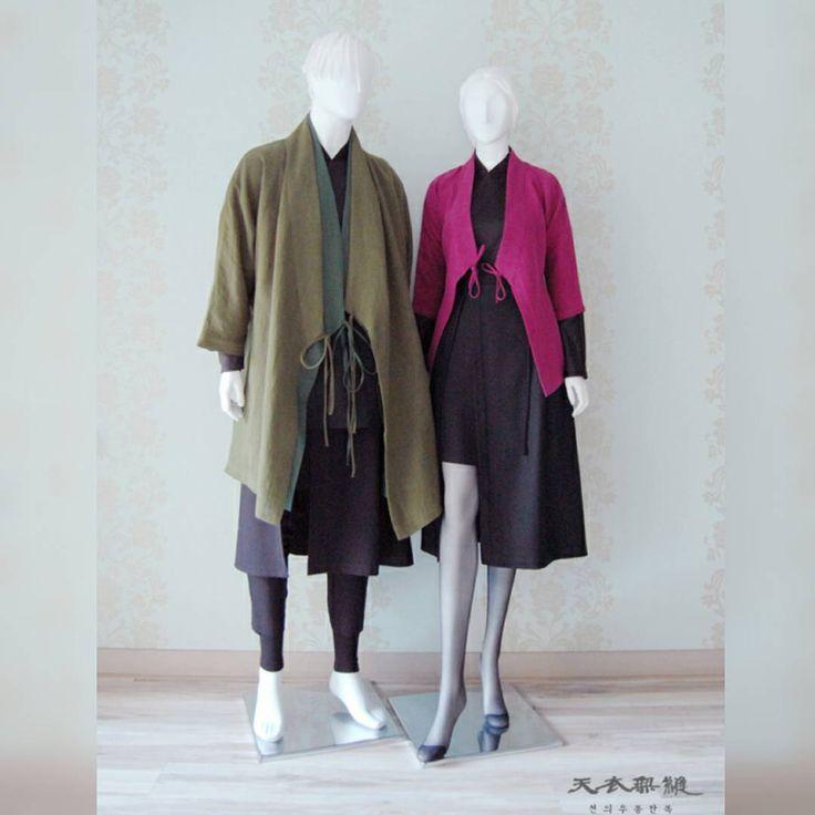 누구나 좋은, 아름다운 한복 입기를 바란다. 천의무봉은 그것을 실현시킬 것이다. 세 상 에 서 가 장 아 름 다 운 천 의 무 봉 한 복 Korean hanbok designer Cho Young-ki #artist#hanbok#designer#korea#vogue#fashion#fashiondesigner#model#traditional#clothes#천의무봉 #생활한복 #조영기 #디자이너 #한복 #디자인 #전통 #남자한복 #한복디자이너 #해밀핏 #당의저고리 #해밀 #패션쇼 #대한민국 #커플한복 #한복화보