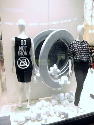 www.retailstorewindows.com: Moschino, Dubai