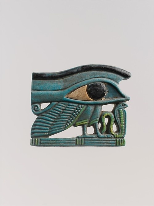 Egypt (Dynasty 27-30), Amulet depicting a wedjat-eye and a uraeus, faience, c. 525/332 BC.