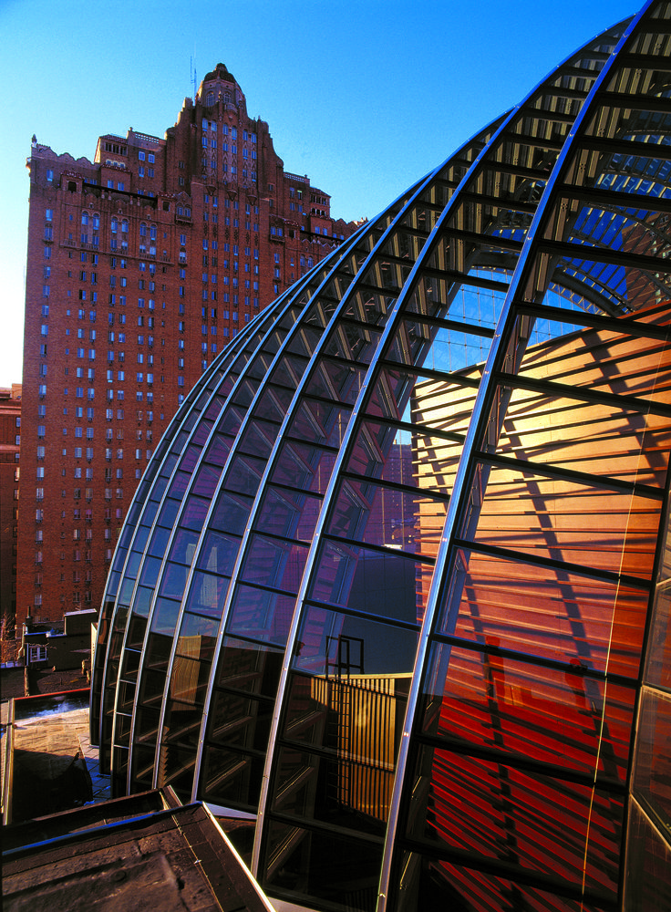 Kimmel Center for the Performing Arts | Rafael Viñoly Architects | Detail of glass barrel vault roof. Photo: Jeff Goldberg / Esto
