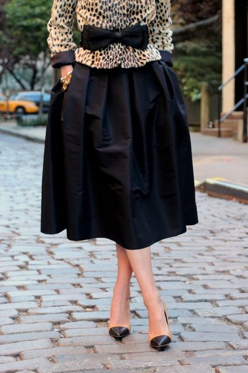 une tenue vintage: Full Skirts, Blair Eadi, Outfit Inspiration, Long Skirts, Bows Black, Animal Prints, Fashion Inspiration, Black Midi Skirts, Black Leopards