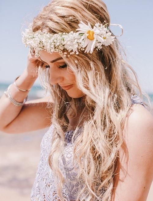 ルーズなダウンスタイルで♪ ♡花嫁の髪型ハワイ・ビーチ参考一覧♡