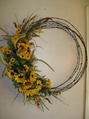 Just made my barbed wire and sunflower  wreath today to go on my fence post.  sunflowers work well for summer and into fall.  Plus it looks good with my zinnies.  this Barbed Wire Wreath by sammsfamily