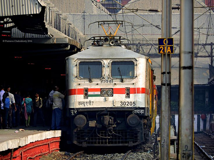 https://flic.kr/p/Rf7rvn | Indian Railways : Milky white P 7 for DHN bound Double Decker AC special gears up for departure at Howrah ! | 02385 Howrah Dhanbad AC Double Decker Chhat Puja Special !