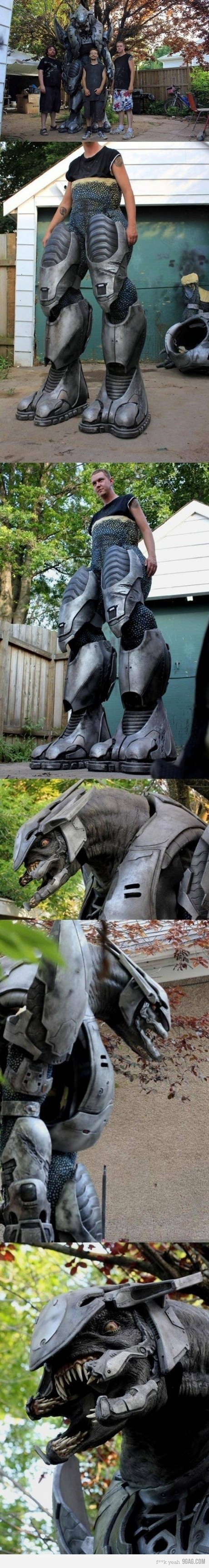 Awesome Costume oh my god it's a spartan from halo! --> Awesomeness - you're doing it right.