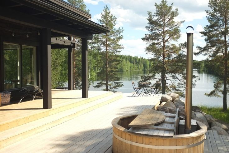 kaupungissa Jyväskylä, FI. New villa near Jyväskylä, big and sunny terrace, open lakeview, very quiet and beutiful surroundings, no neighbors nearby, 150 meters of own lakeside, electric sauna in house, on a terrace a wood heated bathing tube and wood heated old sauna 20 me...