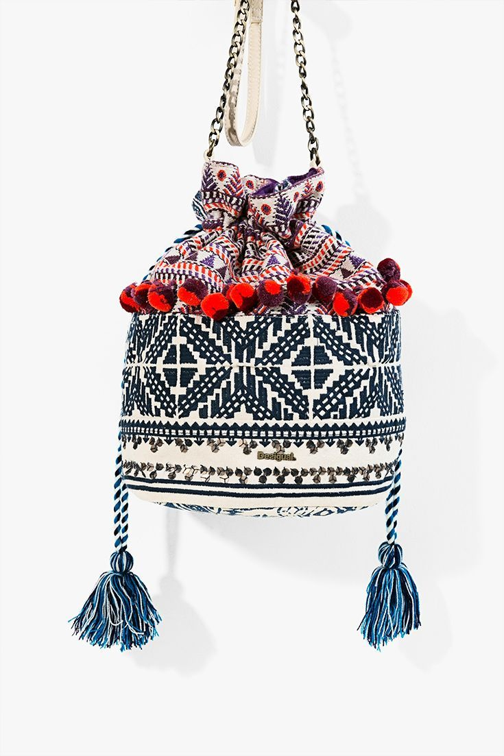 Are you searching your perfect and fashion bag? Discover this Desigual Boho colored ethnic bag! #perfumesparamujer #perfumes #peru #usa #mejoresperfumes