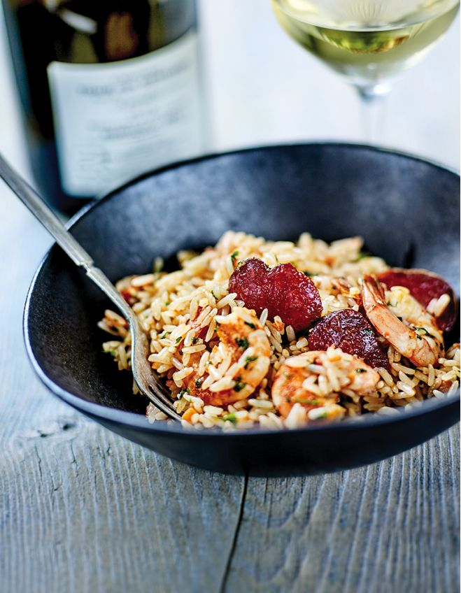 Recette Riz créole, crevettes sautées, chorizo et ail nouveau : Préparation : 20 mn > Cuisson : 45 mn Faites revenir l'oignon, le poivron et le céleri hachés menu dans 2 c. à soupe d'huile d'olive, 5 mn à feu doux, en remuant régulièrement. Ajoutez le chorizo et laissez cuire 2 mn, pu...