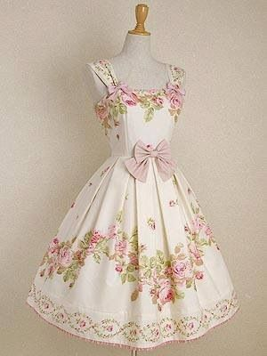 How gorgeous is this vintage style dress? Love!!
