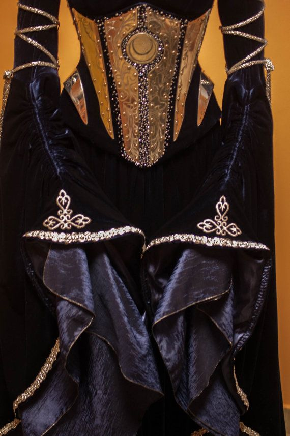 Blue velvet fantasy elf corset with engraved par DressArtMystery