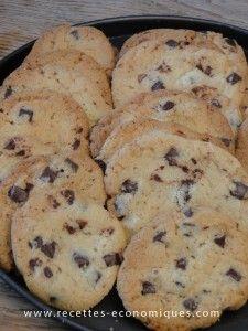 Clo S : recette des cookies américains au thermomix : ils sont excellents. Penser à chauffer un peu le beurre. Alors, attention à la cuisson : faire des boules, seulement 5 mn de cuisson à 180 degrés, puis attendre 5 mn, les décoller doucement à la spatule, les faire sécher sur une assiette si vous les aimez mous !