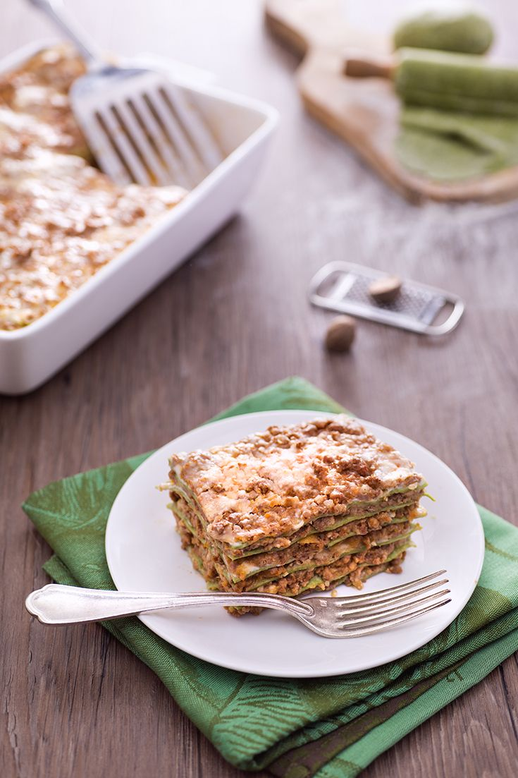 Lasagne verdi con ragu alla bolognese:  stesso condimento, pasta diversa. Davvero buonissime! [Spinach fresh lasagna with ragù sauce]