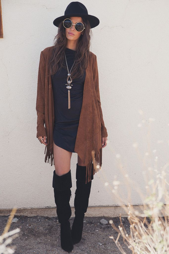 This is such a cute outfit! I adore her fringe jacket. It gives her outfit a cool boho feel.
