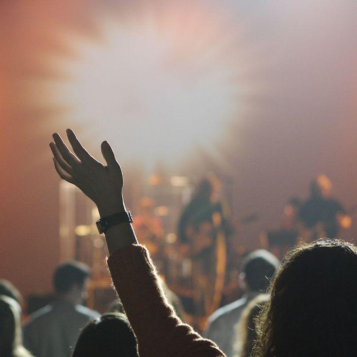 Una de las bandas más influyentes de las dos últimas décadas, en el panorama del Rock-Sinfónico/Progresivo, son los incombustibles Dream Theater, desde sus comienzos como Majesty en 1985 hasta el presente han conseguido lo impensable para un grupo de estas características, un reconocimiento mundial a su música y un respeto inusitado para un grupo de …