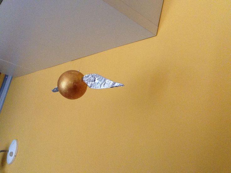 Boccino d'oro con una pallina di polistirolo 👌🏻