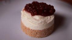 Mini cheesecake com caviar de morango - Receitas - GNT