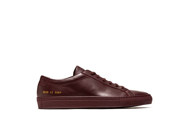 ACHILLES LOW SNEAKERS COLOR BURGUNDY-made in italy burgundy calfskin achilles low sneakers. color co-ordinated cotton laces. gold-tone size and style code at lateral side. leather insole featuring the common project logo. 2 cm high seamed sole in rubber.
