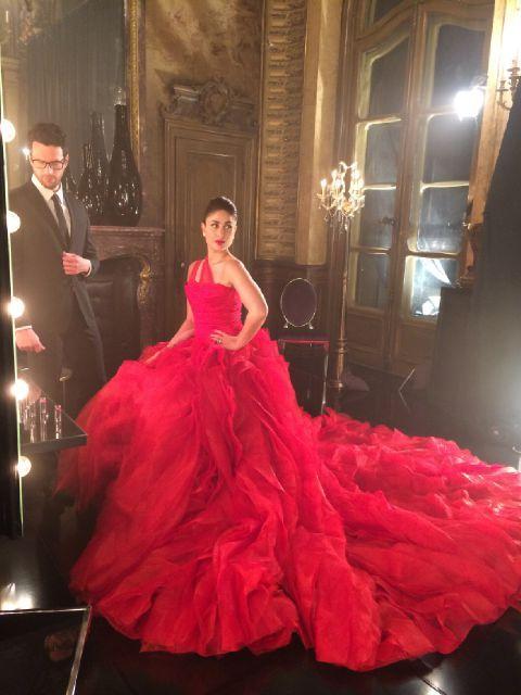 Kareena Kapoor Khan looks ravishing for the #Lakme shoot wearing Gauri & Nainika @kareenakapoorkhan #lakmefashionweek