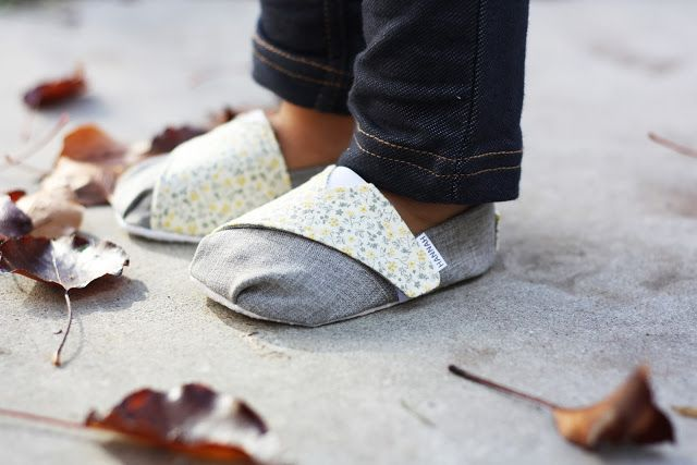 TOMS-inspired Baby and Toddler Shoes - Free Pattern & Tutorial