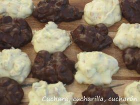 Los bombones o rocas de chocolate son un bocadito ideal para tomarlos solos o acompañar otros postres como decoración. Se preparan en p...
