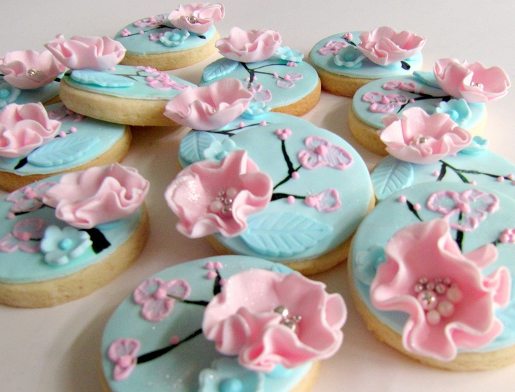 designer cookies by www.lvsweets.com