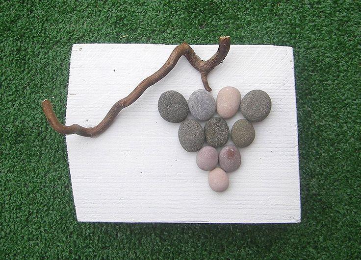 Autunno, uva, grappolo d'uva, shabby chic oggetto fai da te, diy, riciclo creativo, pallett,pebble art, sassi e legno, oggetto d'arredo, oggetto da parete, quadro, quadretto