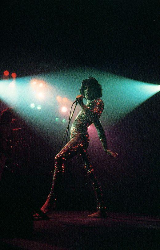 Freddie Mercury at Osaka Castle Park in Japan, Photo by Koh Hasebe Queen Freddie Mercury, Foo Fighters, Freedy Mercury, Look Disco, Queen Photos, We Will Rock You, Queen Band, John Deacon, Killer Queen