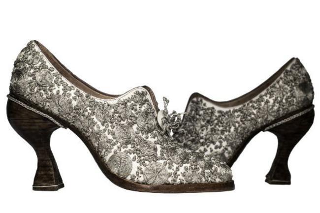 Le scarpe di moda per il 2013 firmate Caroline Groves: guarda le foto!