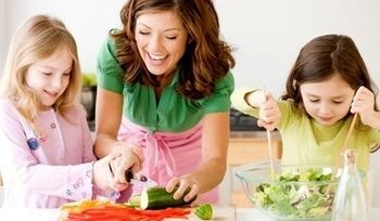 Choose to involve your kids in planning and preparing meals. Children may be more willing to eat the dishes they have helped prepare. #healthyfoodforkids #childrenlearntocook