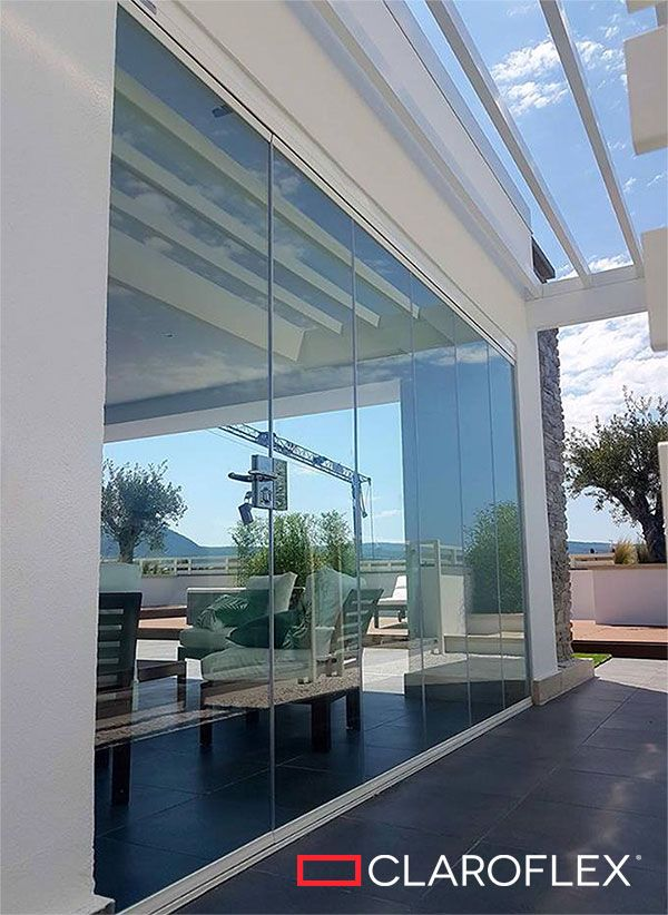 The retractable glass wall CLAROFLEX PIVOT is reliable and