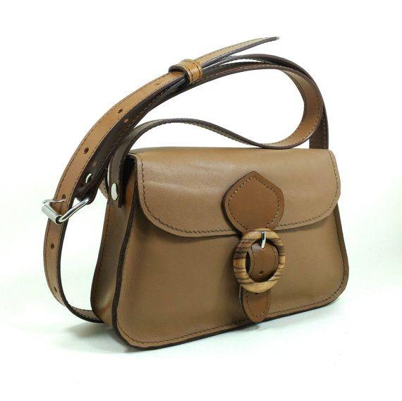 Guarda questo articolo nel mio negozio Etsy https://www.etsy.com/listing/493491453/leather-bag