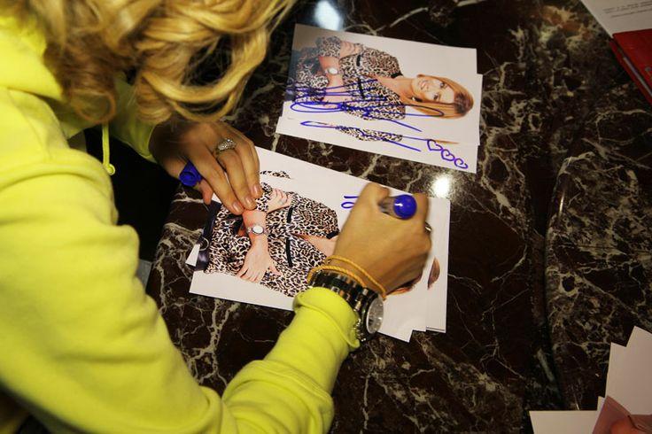 Настоящие автографы Ксении Бородиной и других участников Дом-2 только у нас! - Купить автографы звезд - Автографомания ©
